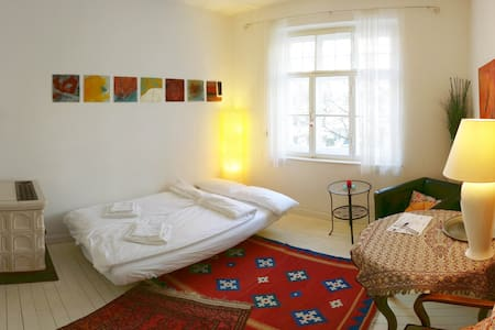 Quiet room with private entrance - München