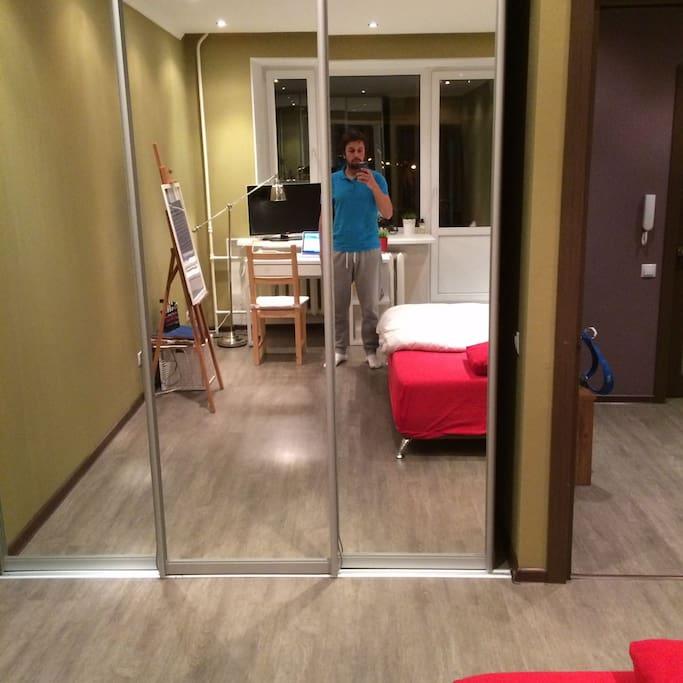 Шкаф и зеркало