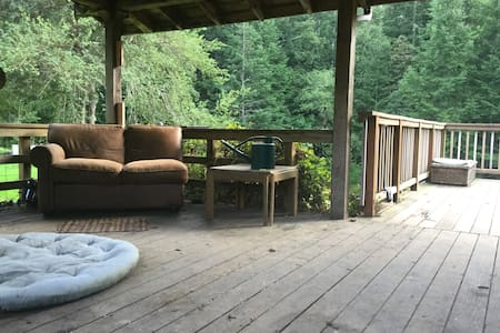 LT/ST Warm Sunny Forest Retreat on the lost coast - Petrolia - Casa