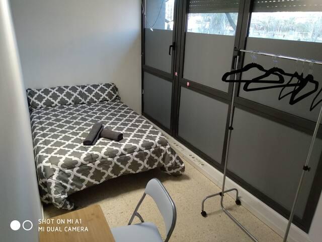 Plaza España room B