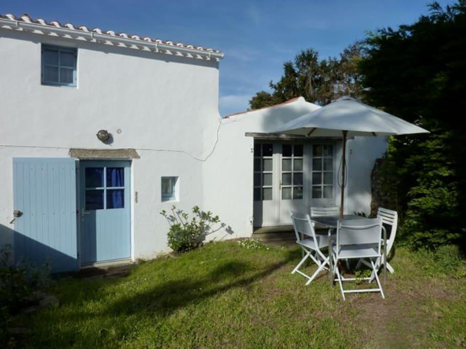Petite maison maisons louer l 39 le d 39 yeu pays de la loire france - Maison a louer ile d yeu ...