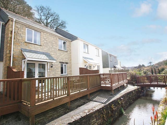 ROSEMARY COTTAGE, pet friendly in Falmouth, Ref 959705