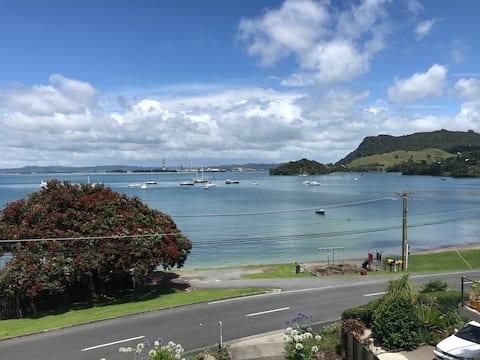 Taurikura Bay Relax and Explore