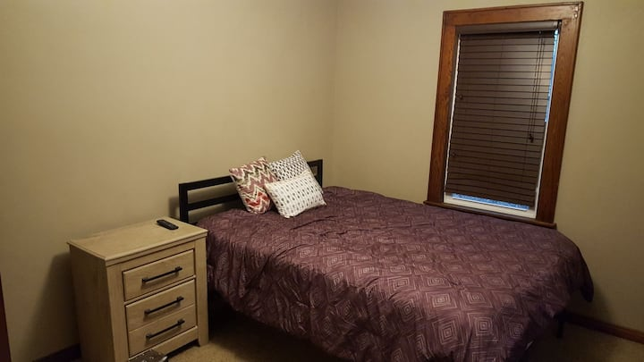 Nice guest bedroom!