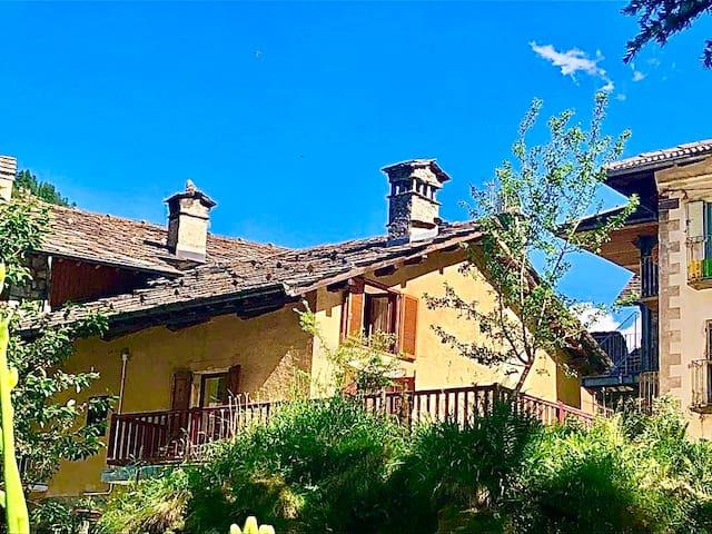 Gran Paradiso Chalet - Alpine, Cosy, Mountain View