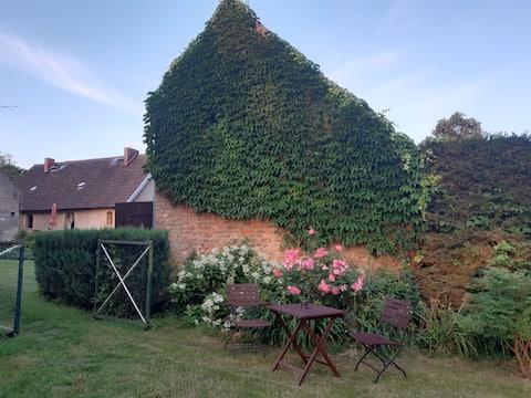 Schöner Hof mit Haus und Garten,