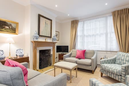 Stylish 3BR house w/patio, short walk to Regents Park & Harley Street