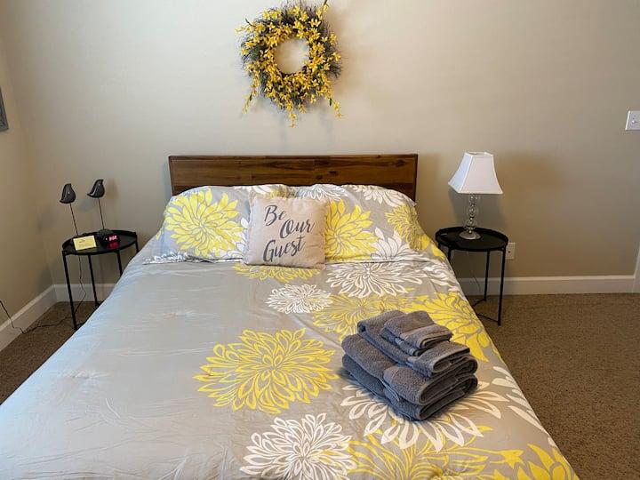 "Luxury ""Yellow"" Private Room"