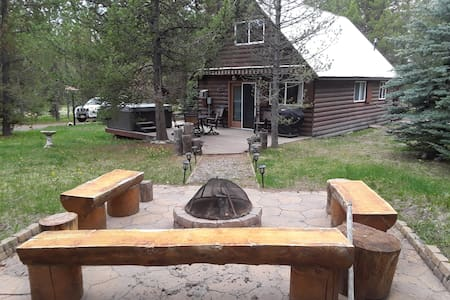 Uncle Tom's Cabin, 5 beds  30 miles to Yellowstone