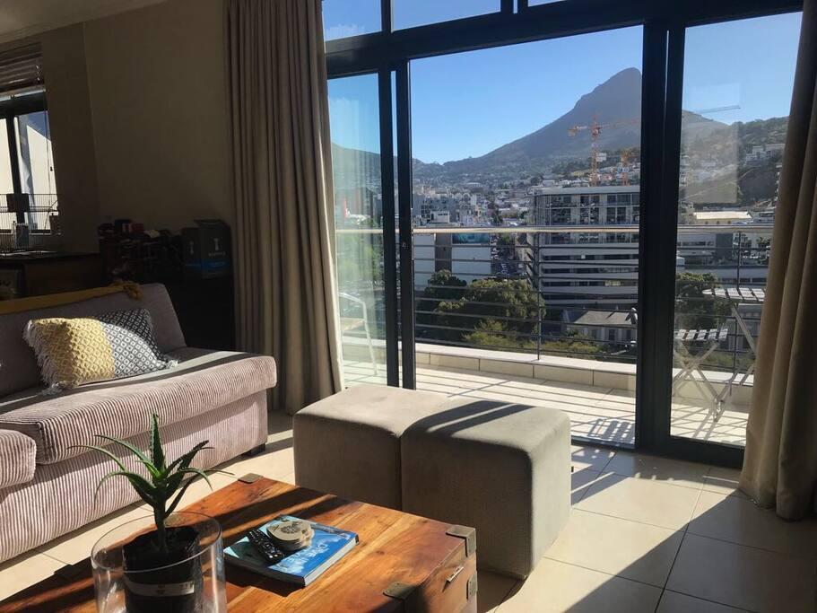 Sunny balcony with Table Mountain & Lionshead views