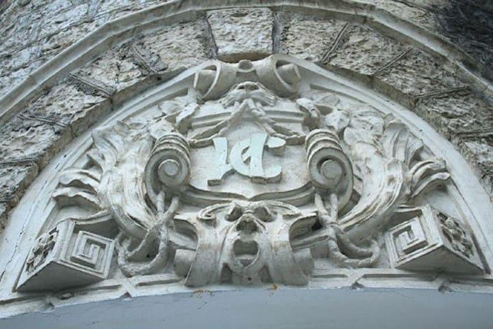 Замок 1910 года в Гагре «Принцевский замок»