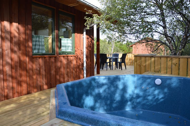 Gesthus - Summer House with Private Hot Tub
