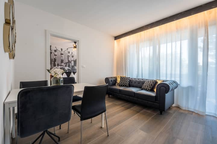 Stylish Goldfinger Deluxe Extraordinary with garden view, WLAN, outdoor pool and parking