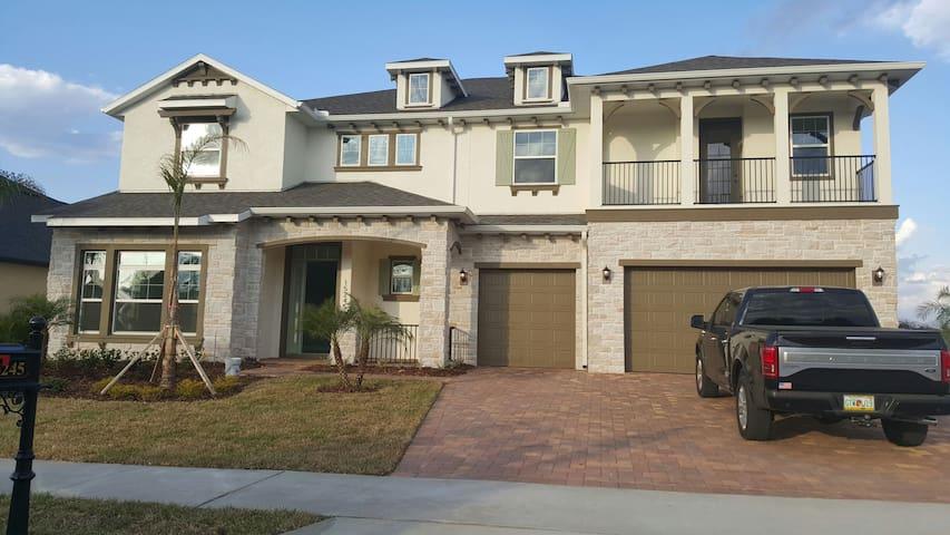 Casa de familias con 3 habitaciones - Winter Garden