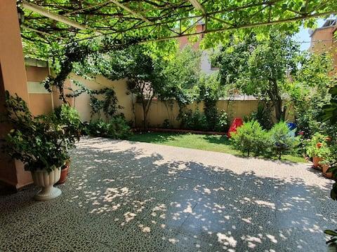 Çiçekli Bahçe (No:1)   1+1 bahçeli butik daire