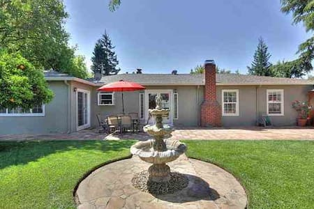 Cozy Downtown, Walk to BART - Castro Valley - House