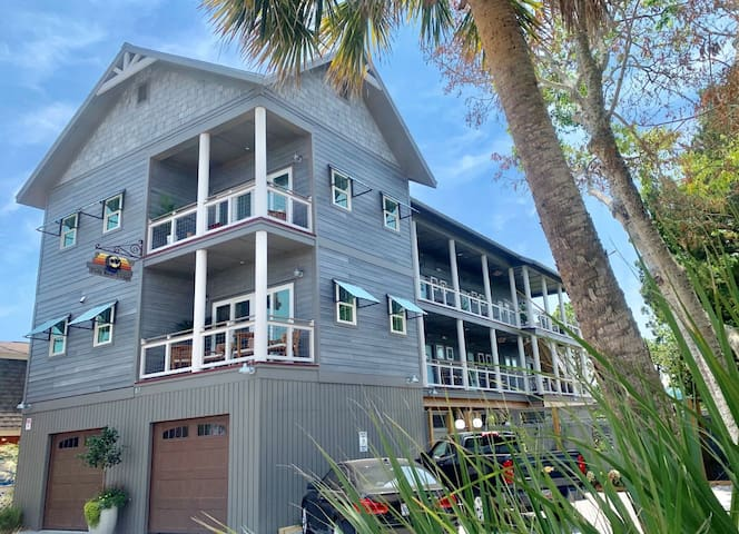 Folly River Lodge is a 7-room inn on the Folly River in Folly Beach. Each room is uniquely decorated with soft, comfortable bedding for a relaxing feel. All rooms are private with their own entrance and on-suite bathroom.