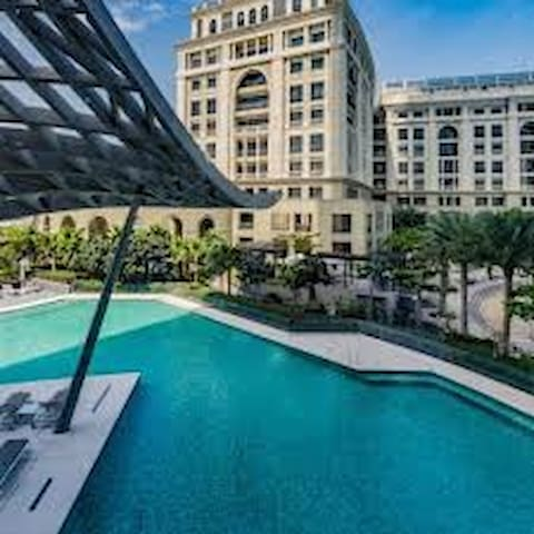 Luxury Studio next to Palazzo Versace, Creek