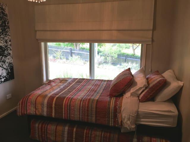 Single Room in Contemporary Home Stay in Berrima