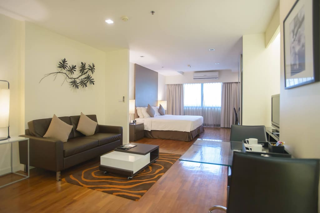 Studio Executive @ Phachara Suites