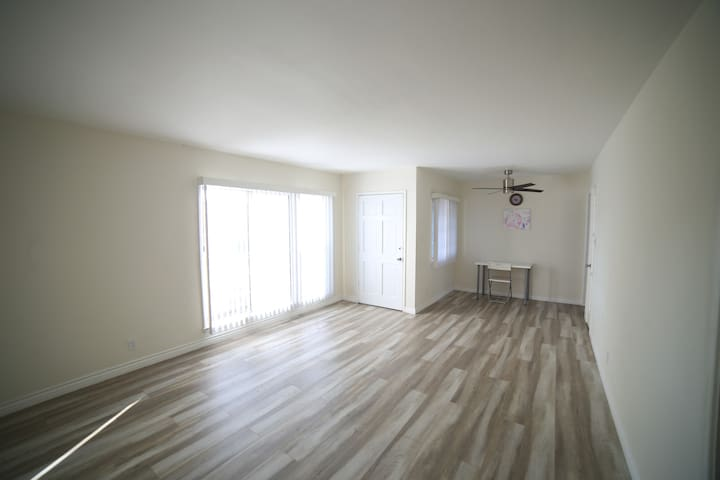 Beautiful recently updated 2 bedroom near Expo