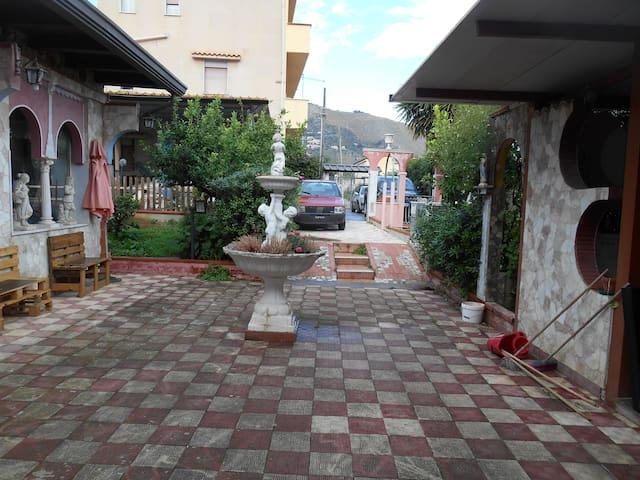 Stanza privata in villa a 5 km. da Palermo
