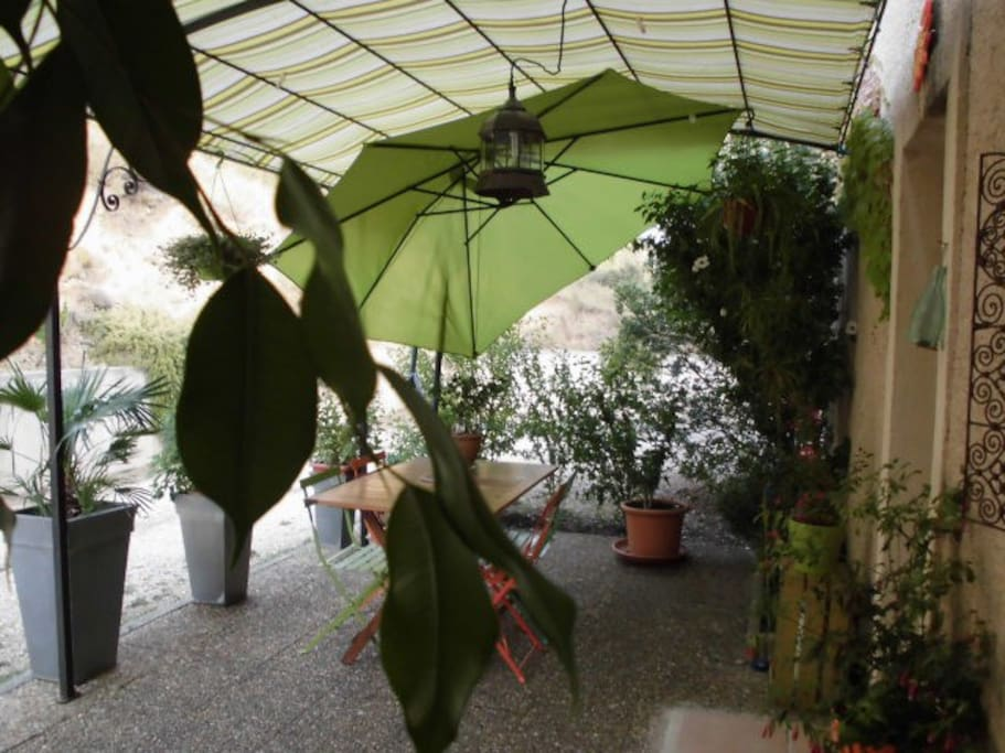 Le coin terrasse ombragé