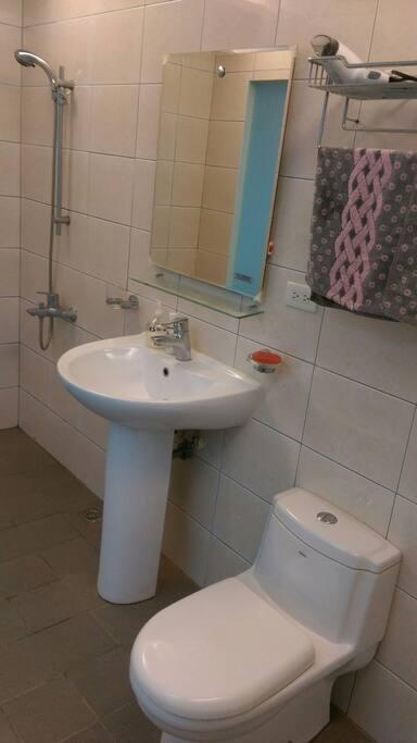 獨立衛浴,新穎乾淨。