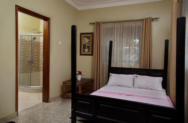 Air conditioned Deluxe double room+breakfast