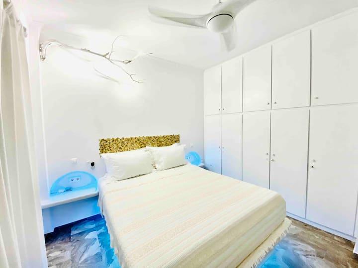 Adamantas Milos/Deluxe apartment 80m/up to 5 pax.