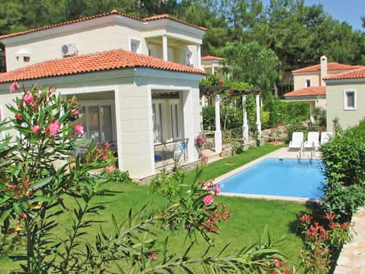 Reasonable Price Holiday Villa With Private Pool