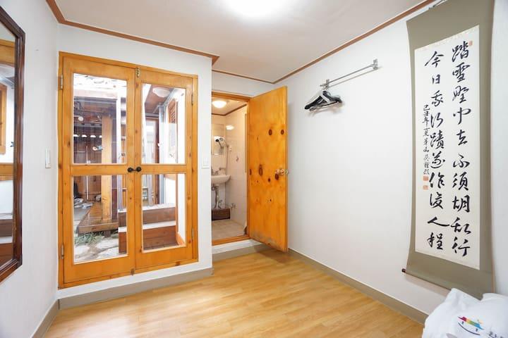 Traditional Korean House (Private Bathroom No.2)