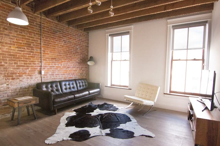 Stunning Loft Apartment! Steps to Downtown Core