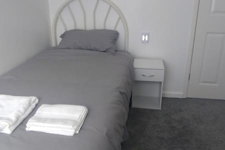 Single room,5 mins from port,free transfer.