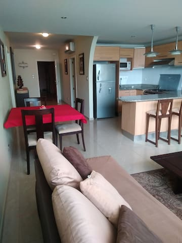 L/R, Kitchen, hallway and entry door