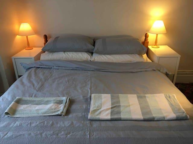 XXL,D/Room, close to Uni,RSH,Hotel Grade Bed Toper