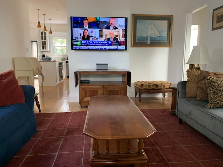 Downtown Boothbay Harbor 3 bedroom house