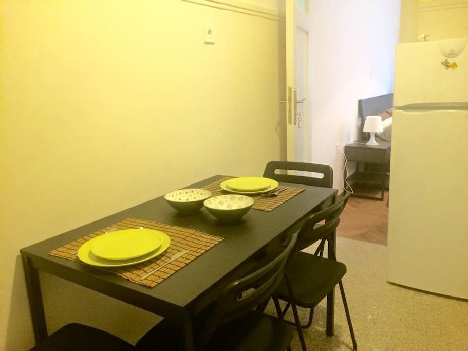 Kitchen table for 4-6 persons