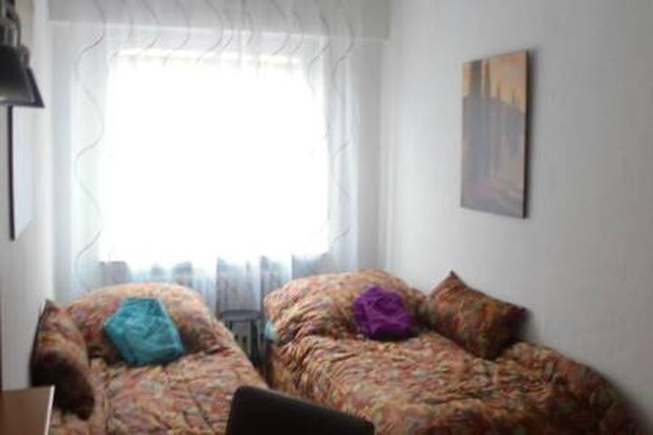 Kl. Zimmer EG mit 2 Betten