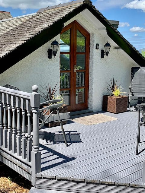 Teddy's Lodge - Luxury lakes escape for two