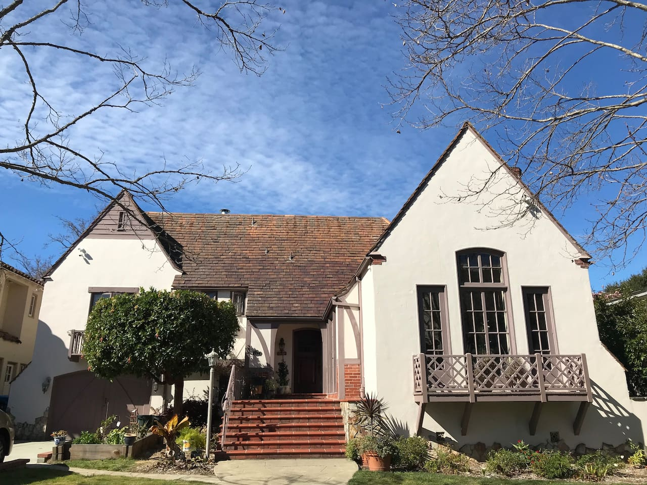 Spacious English Tudor style home in great upscale neighborhood close to schools, library, downtown shops and transportation.  Enjoy a stroll through nearby Central Park or challenge yourself on the nearby hills.