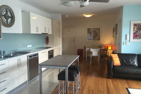 Modern 2BDR APT+WIFI in Inner Northern suburbs - Rosanna - Lägenhet