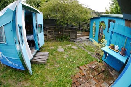 Zack's Room and Caravan - Ngakuta Bay