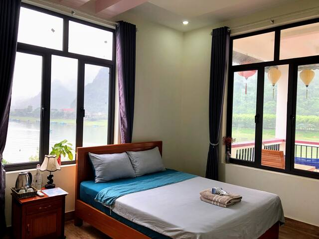 Beautiful Riverside-Double Room Balcony River View
