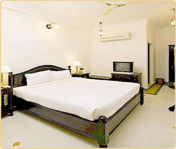 Khandwa Haveli - A Unit of Hotel Mumal Palace-Deluxe Room With Bawari  Courtyard View