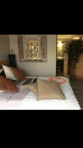 Chambre avec jaccuzi et sauna - Martigues - Bed & Breakfast
