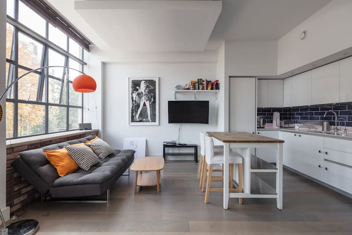 Modern and stunning 2-bed in warehouse conversion