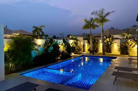 Stunning Spacious Private Pool Villa - Hua Hin