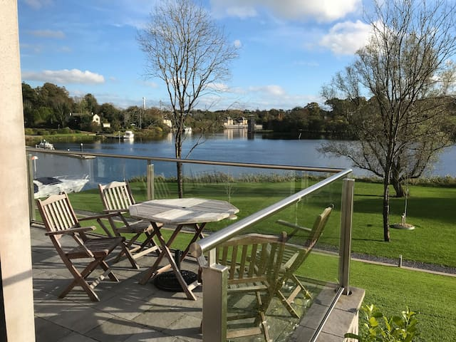 Lakeside 2 Bed Apart on Shore Lough Erne in Ekn