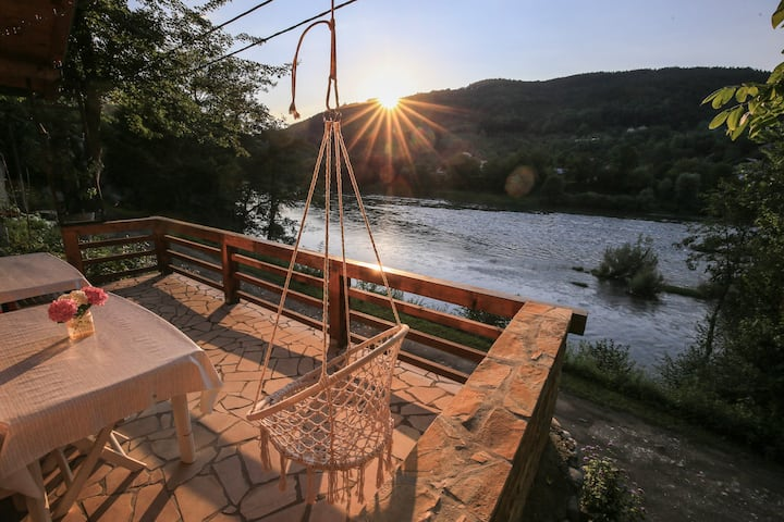 Tisine Holiday retreat next to the river Drina.